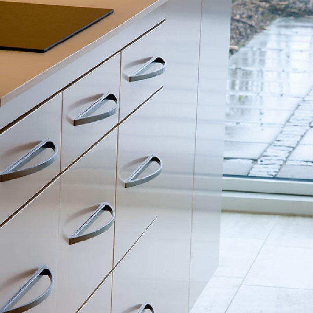 Tiradores para puertas de cocina finest tiradores de - Pomos para puertas de cocina ...